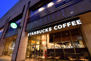 STARBUCKS COFFEEが目印