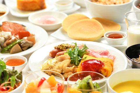 和・洋・中 朝食バイキング。各種、豊富なメニューを真心を込めてご用意いたします。