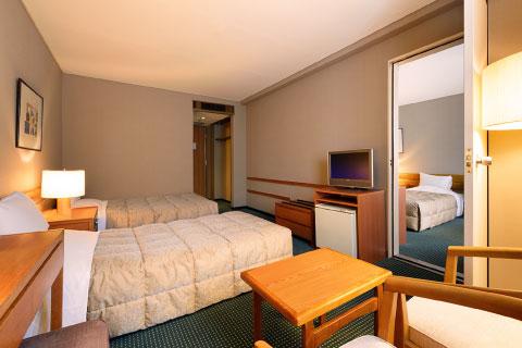 ツインルーム/コネクティングルーム 室内の扉から行き来できる2部屋並びのお部屋
